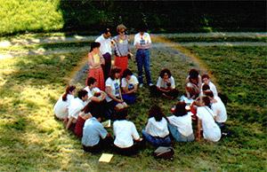 Fondazione della STOP nel 1992, Parigi – Francia. Fenomeno dell'arcobaleno: apparve in questa foto durante la riunione dei gruppi di studio.  Immagine originale, non editata .
